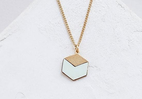 Collier Cube mint