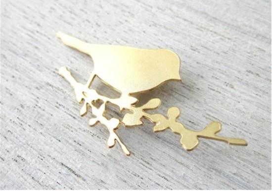 Broche oiseau doré