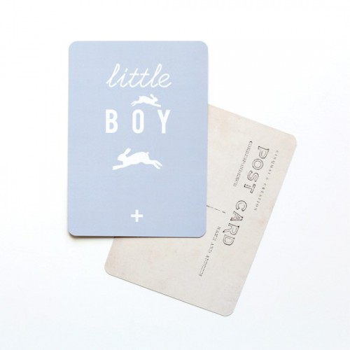 Carte postale Little boy - gris bleu