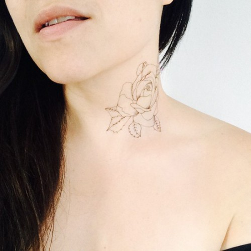 Tatouage Floral neck