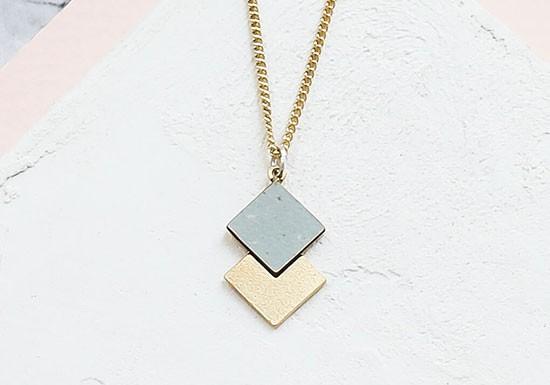 Collier Prisma gris