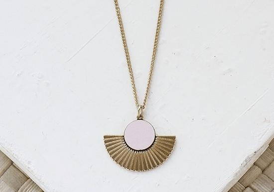 Collier Addis (coloris au choix)