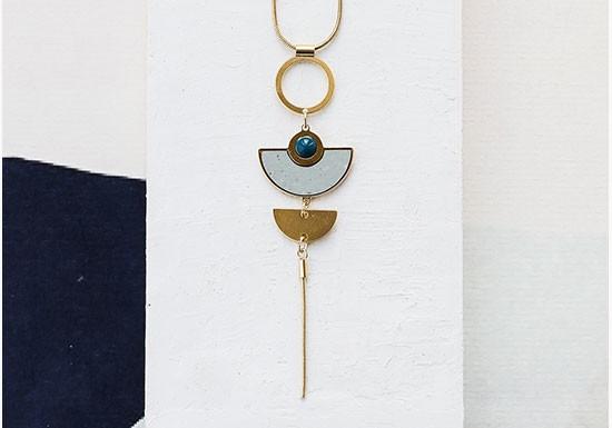 Collier Muse long (coloris au choix)