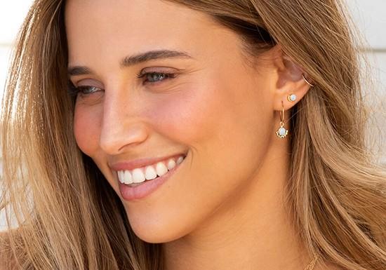 Boucles d'oreilles Flor Hoop (coloris au choix)